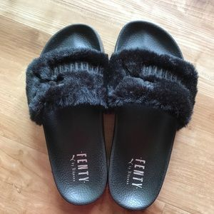 Puma shoes X Rihanna Fenty black fur slides